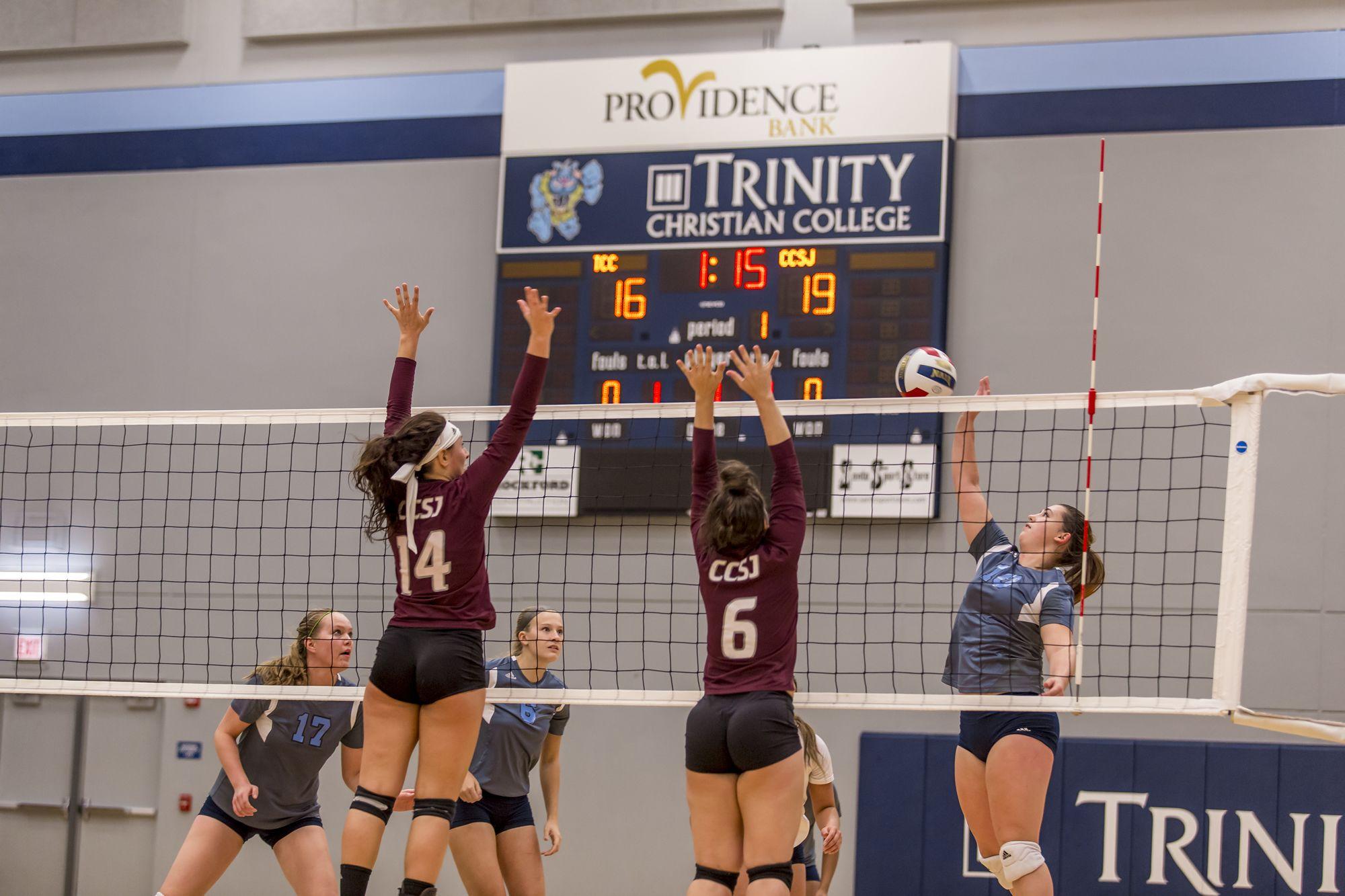Women S Volleyball Block Women Volleyball Christian College Christian