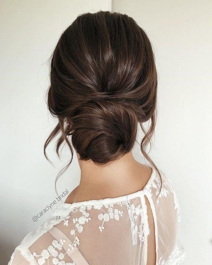Schöne Hochsteckfrisuren für eine romantische Braut – schöne unordentliche Zöpfe und Hochsteckfrisuren, strukturierte Hochsteckfrisuren, Hochsteckfrisuren Hochzeitsfrisuren, Hochsteckfrisuren, Chaos - Hochzeitskleid #messybraids