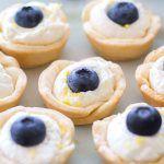 (Mini) Lemon Blueberry Cream Tarts #lemonblueberrycheesecake