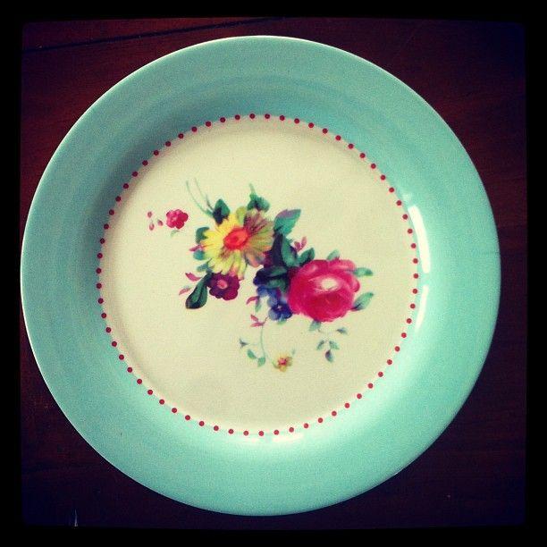 Pretty melamine plate via jocleerecondon IG