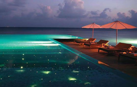 Pin de dtp piscinas en piscinas iluminadas pinterest for Iluminacion piscinas