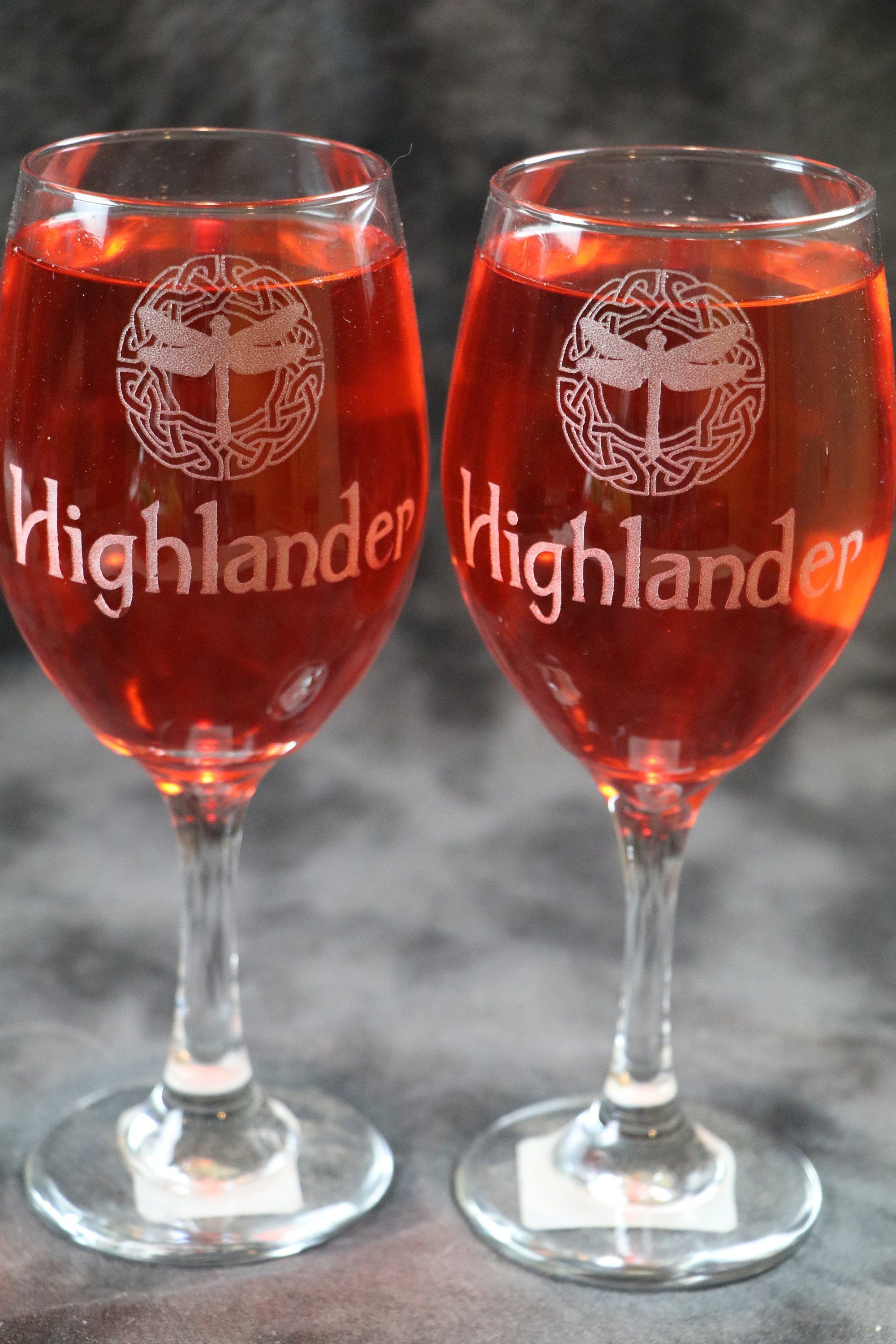 Highlander Dragonfly Celtic Circle Outlander Inspired Frosted Or Etched White Wine Glasses Set Of 2 By De White Wine Glasses Celtic Circle Unique Wine Glasses