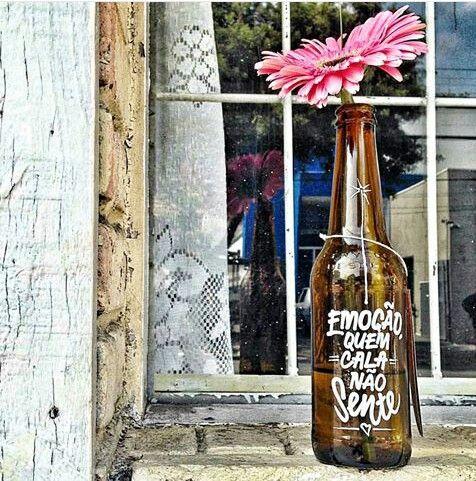 garrafa reciclada + caneta posca