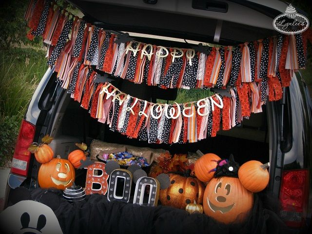 Ideas and inspiration to decorate your car with a Mickey and Minnie - decorate your car for halloween
