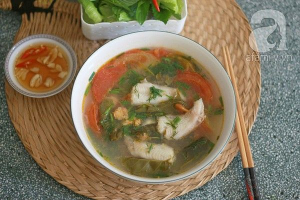Món canh cá khoai nấu lá giang - http://congthucmonngon.com/7623/cong-thuc-nau-mon-canh-ca-khoai-nau-la-giang.html