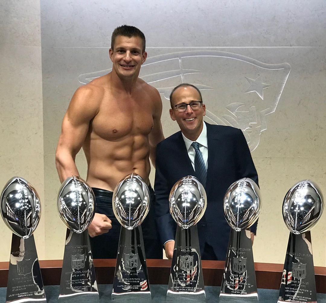 Rob Gronkowski On Instagram 6 Trophies 6 Abs 1 Dent Gronkowski Rob Gronkowski Nfl Cheerleaders