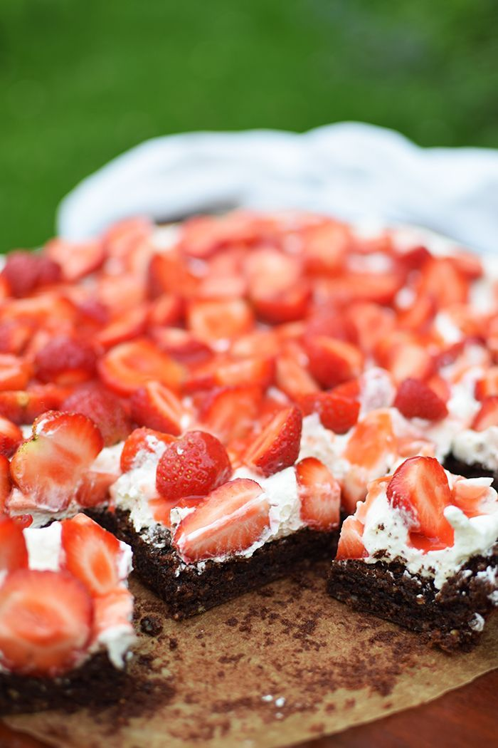 Brownies mit Erdbeeren – Brownies mit Frischkäse und Erdbeeren  – FOOD   Cookies & Cake