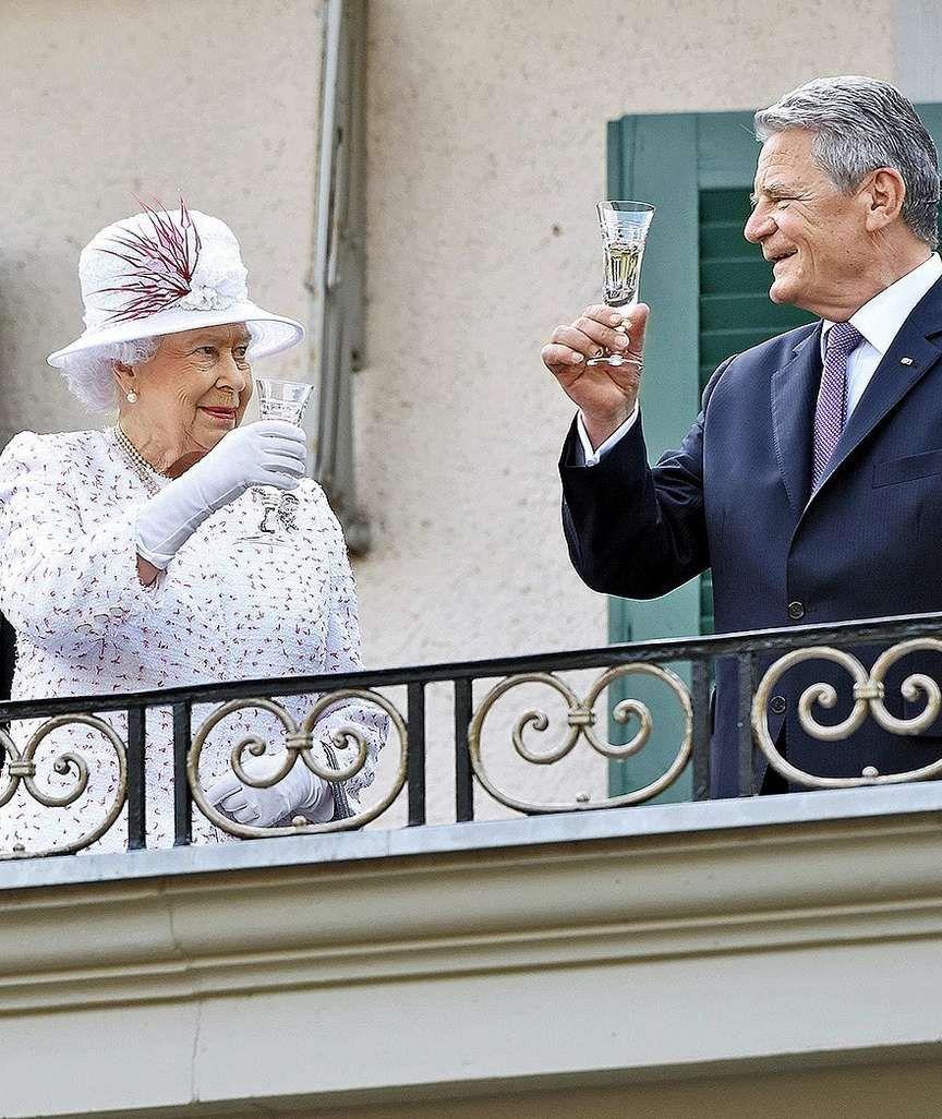 Queen Elizabeth II. in Berlin Botschafter schmeißt