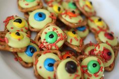 Zombie Eyeballs recipe: Pretzels, melts, m&m's, jimmies & icing!