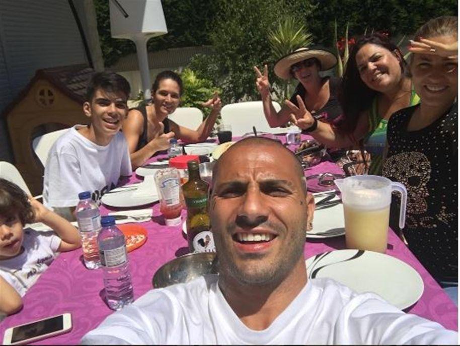 No dia seguinte à festa da conquista do Euro 2016, Ricardo Quaresma juntou a família num almoço para celebrar o triunfo e explicou o significado da pena desenhada na cabeça.