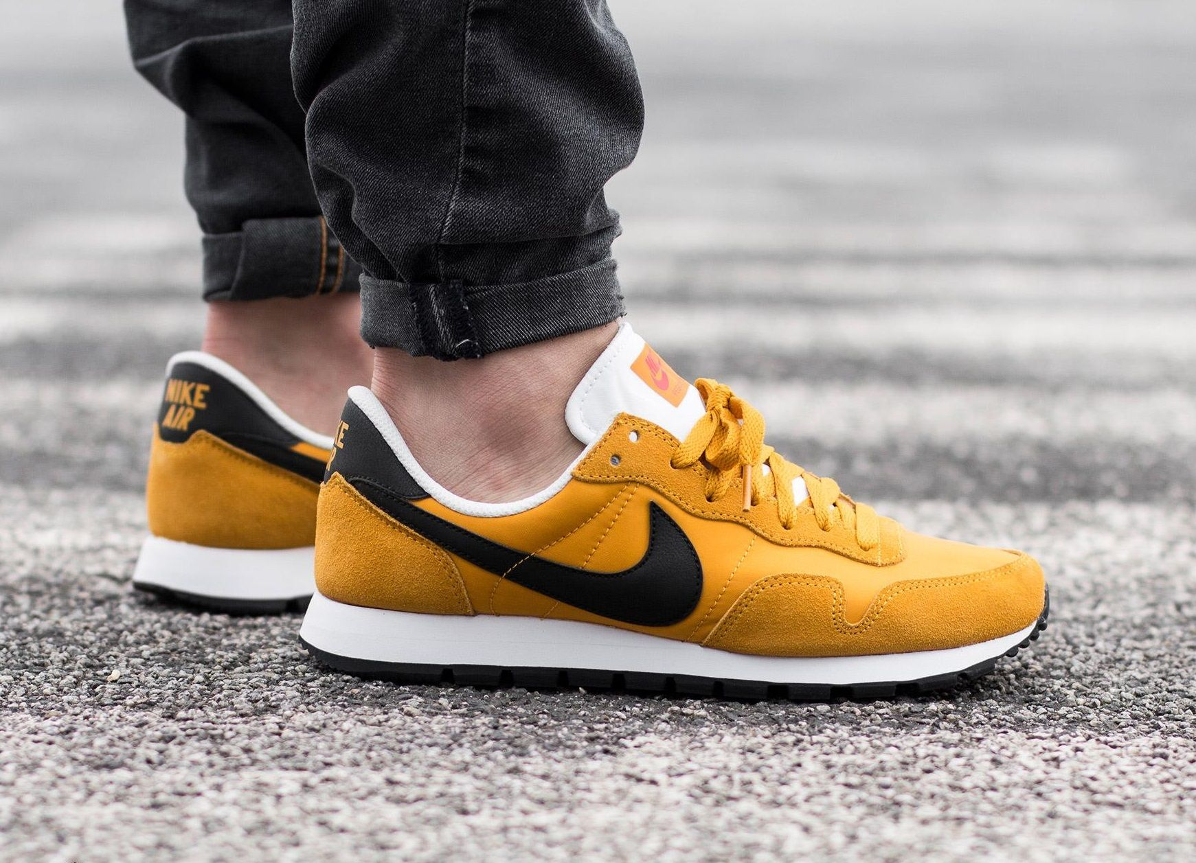 Nike Air Pegasus 83: Yellow/Black