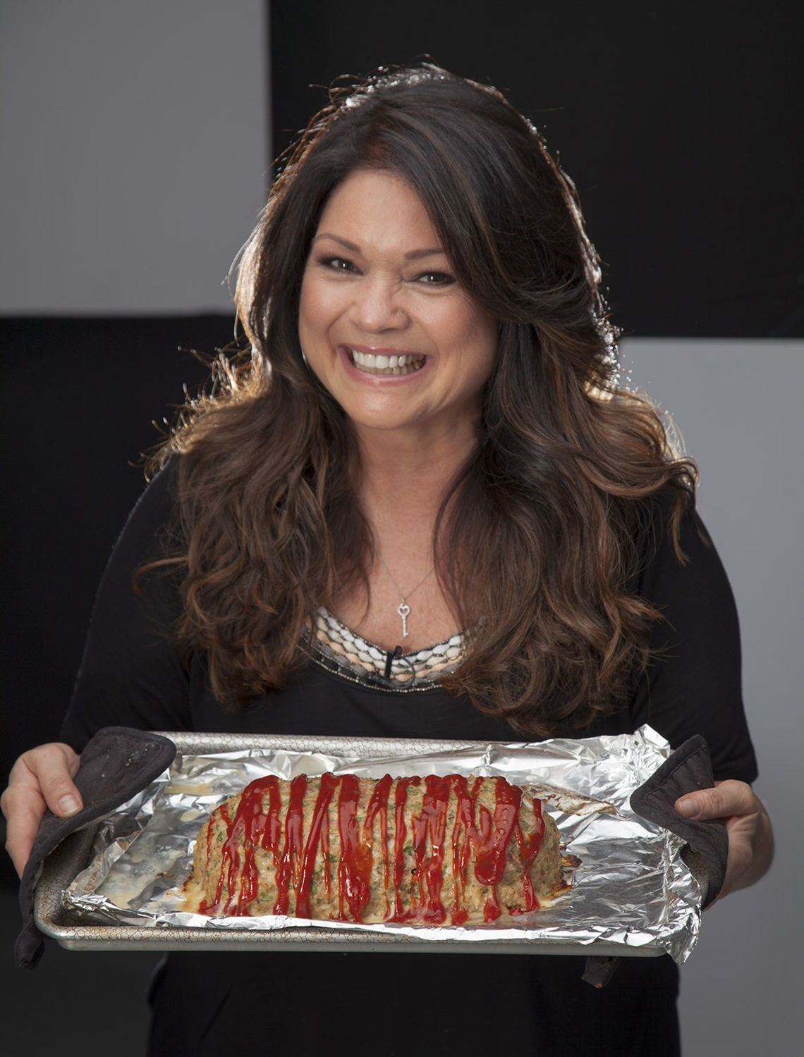 Mom Son And Meatloaf Actress Valerie Bertinelli Launches New Cookbook Food Network Show Food Network Recipes Chicken Recipes New Cookbooks