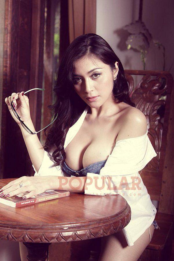 Gege Fransiska Indonesian Hot Model