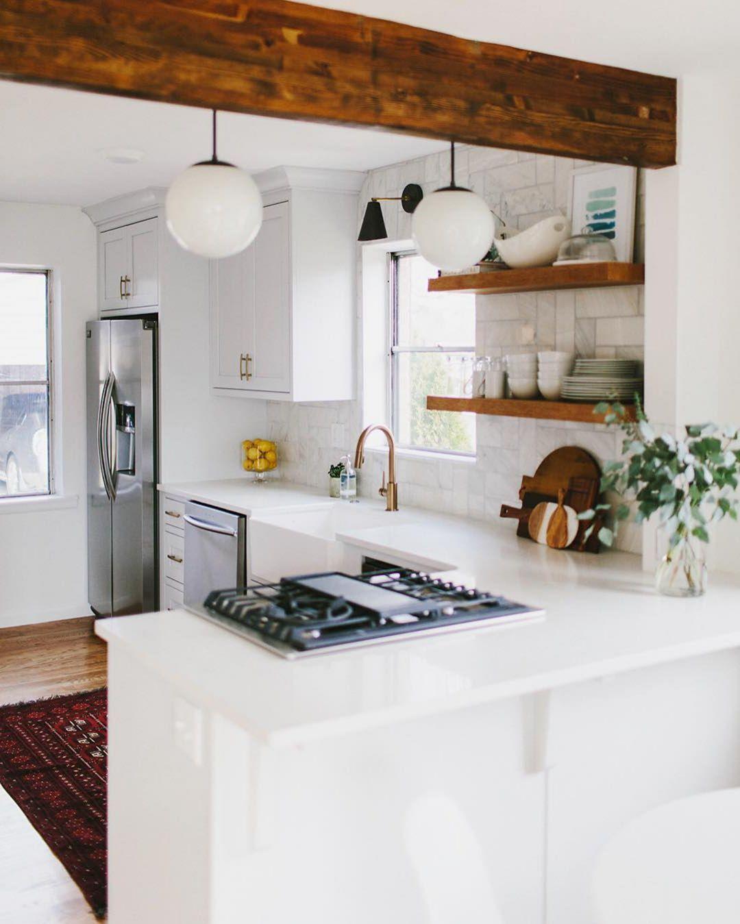 Epic 65 Amazing Small Modern Kitchen Design Ideas Https Decoor Net 65 Amazing Small Modern Kitchen Small Cottage Kitchen Kitchen Layout Small Kitchen Decor