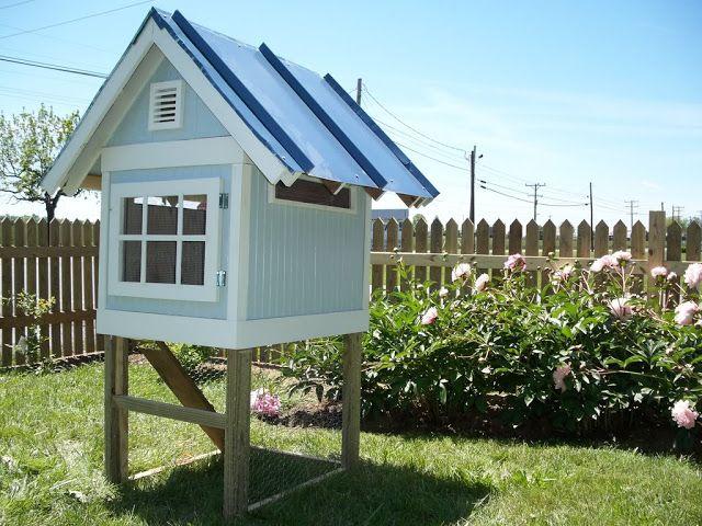 Creme De La Coop Cottage Coop Small Chicken Coops Dog Houses Backyard Coop