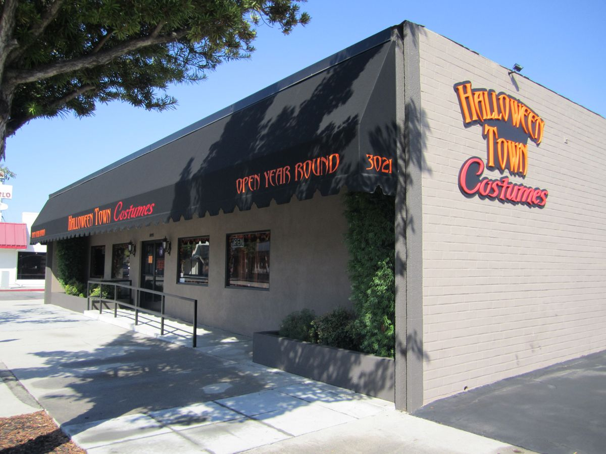 Halloween Town Costumes exterior, 3021 W. Magnolia Bl., Burbank ...