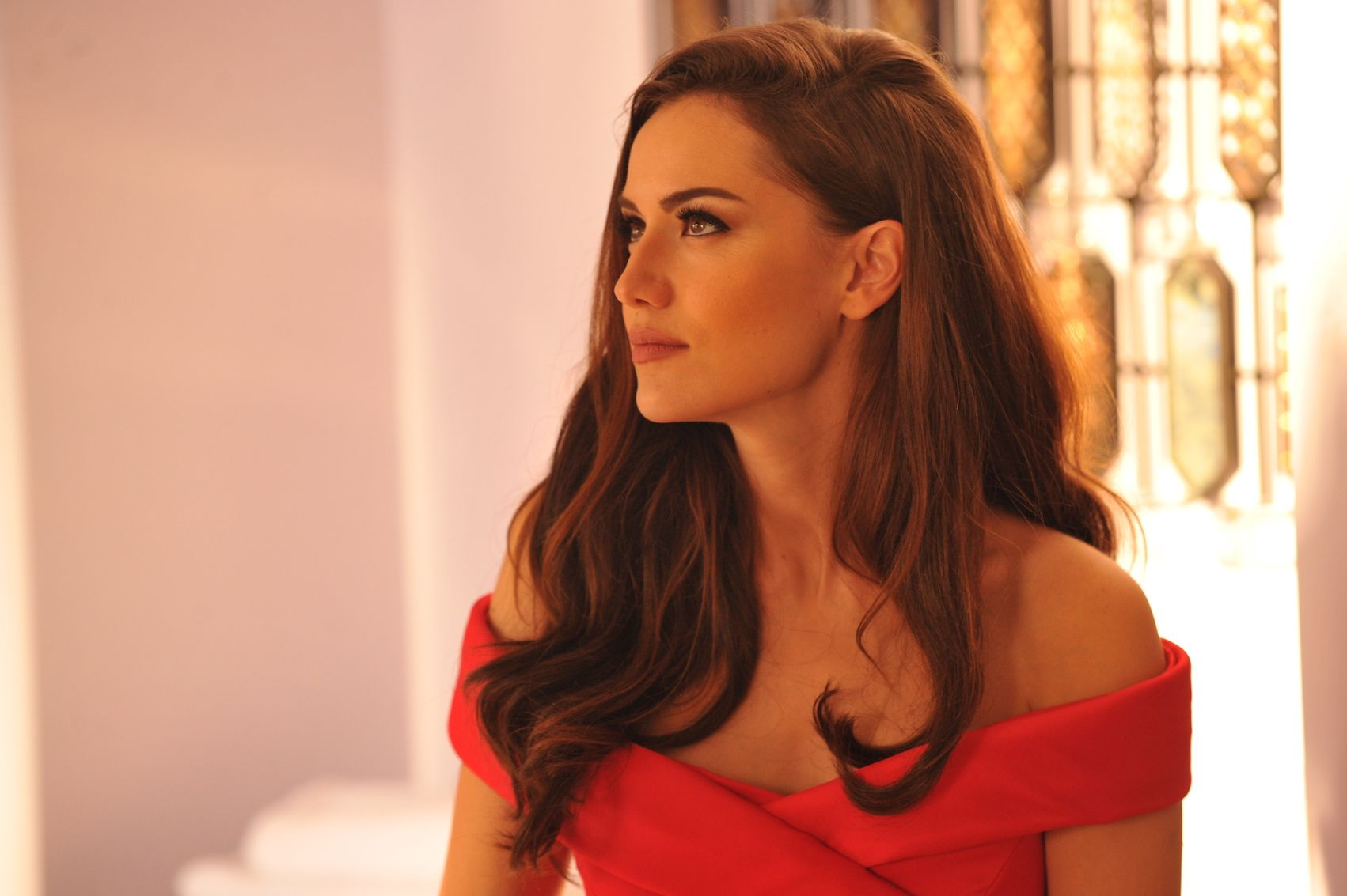 Beautiful Fahriye Evcen Is One Of The Most Popular Actresses Of