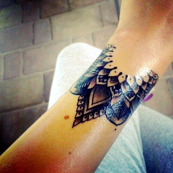 16 Awesome Looking Wrist Tattoos For Girls: The Tattoo On The Wrist Is Not As Flashy And Can Look Very