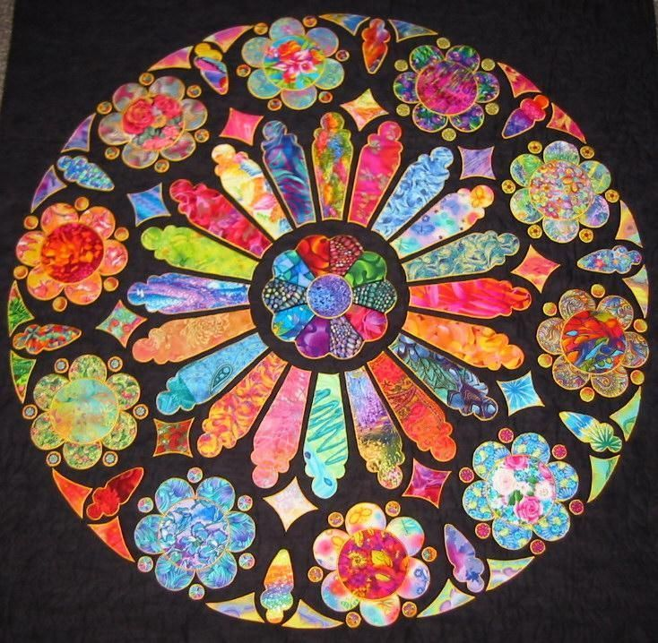 Each Person Fills In One Section With The Color Pattern That They Want Use Deli Paper For The Gl Circle Quilts Stained Glass Quilt Cathedral Window Quilts