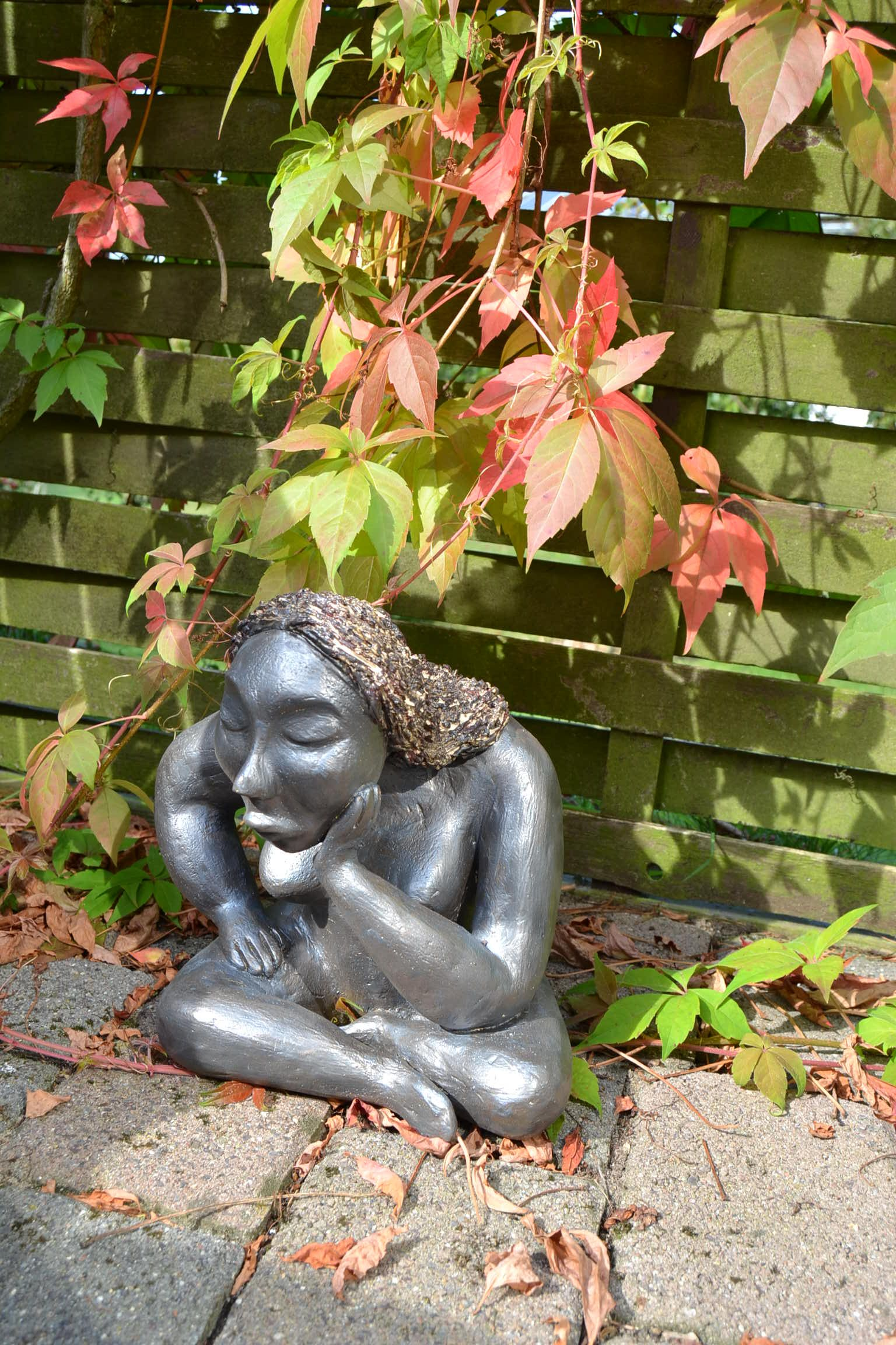 Bodenst ndig erdverbunden kompakt skulptur aus for Gartenskulpturen aus ton