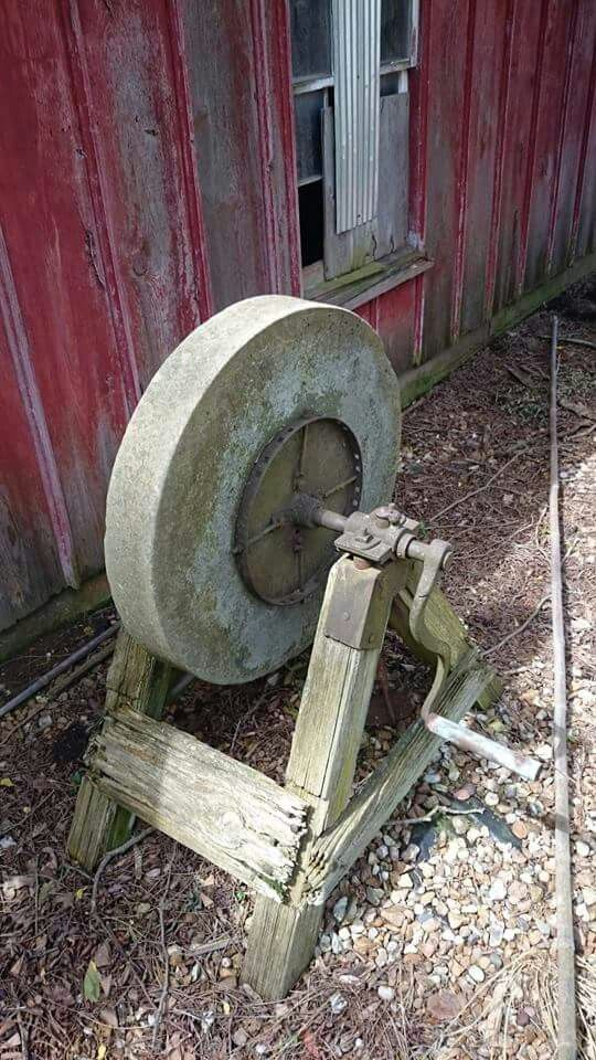 Wonderful Old Grinding Wheel That Would Be Great To Use For A Garden So Much Charm To The To An Old Grinding Wheel From Y Antique Tools Old Tools Woodworking