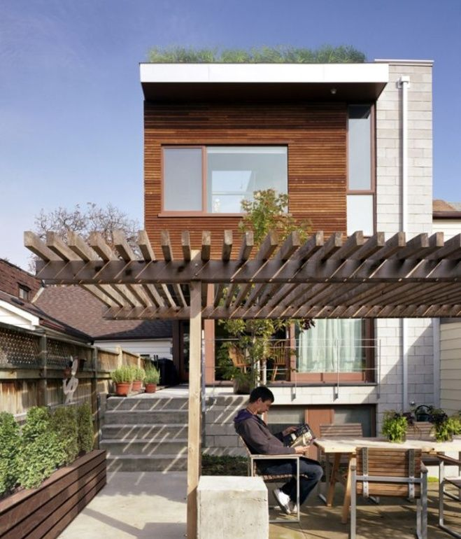 Designed by Levitt Goodman Architects, the Euclid Avenue house in Toronto proves that a green roof can be integrated into any space, despite limited surface area. Photo via Contemporist.