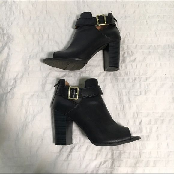 Black heeled shoes Side buckle and zipper in the back. A few scratches but not noticeable FIONI Clothing Shoes Heeled Boots