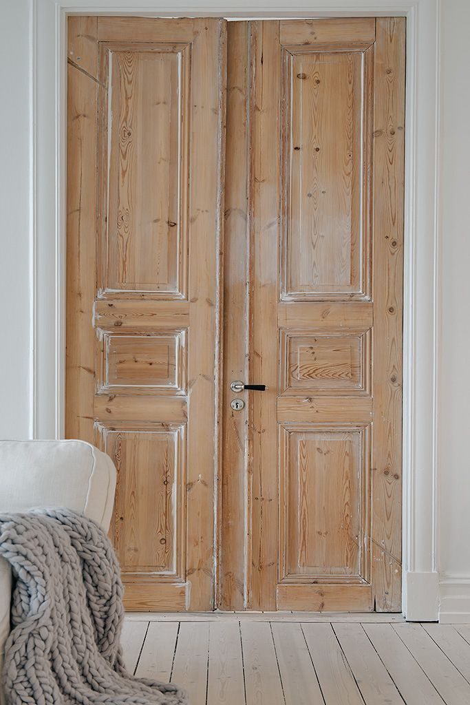 Design pur et simple dans cet intérieur parisien Wood doors, Doors