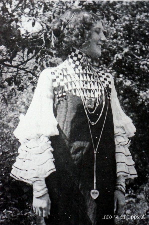 Flöge in a concert dress, Austria - Attersee, 1906 ...