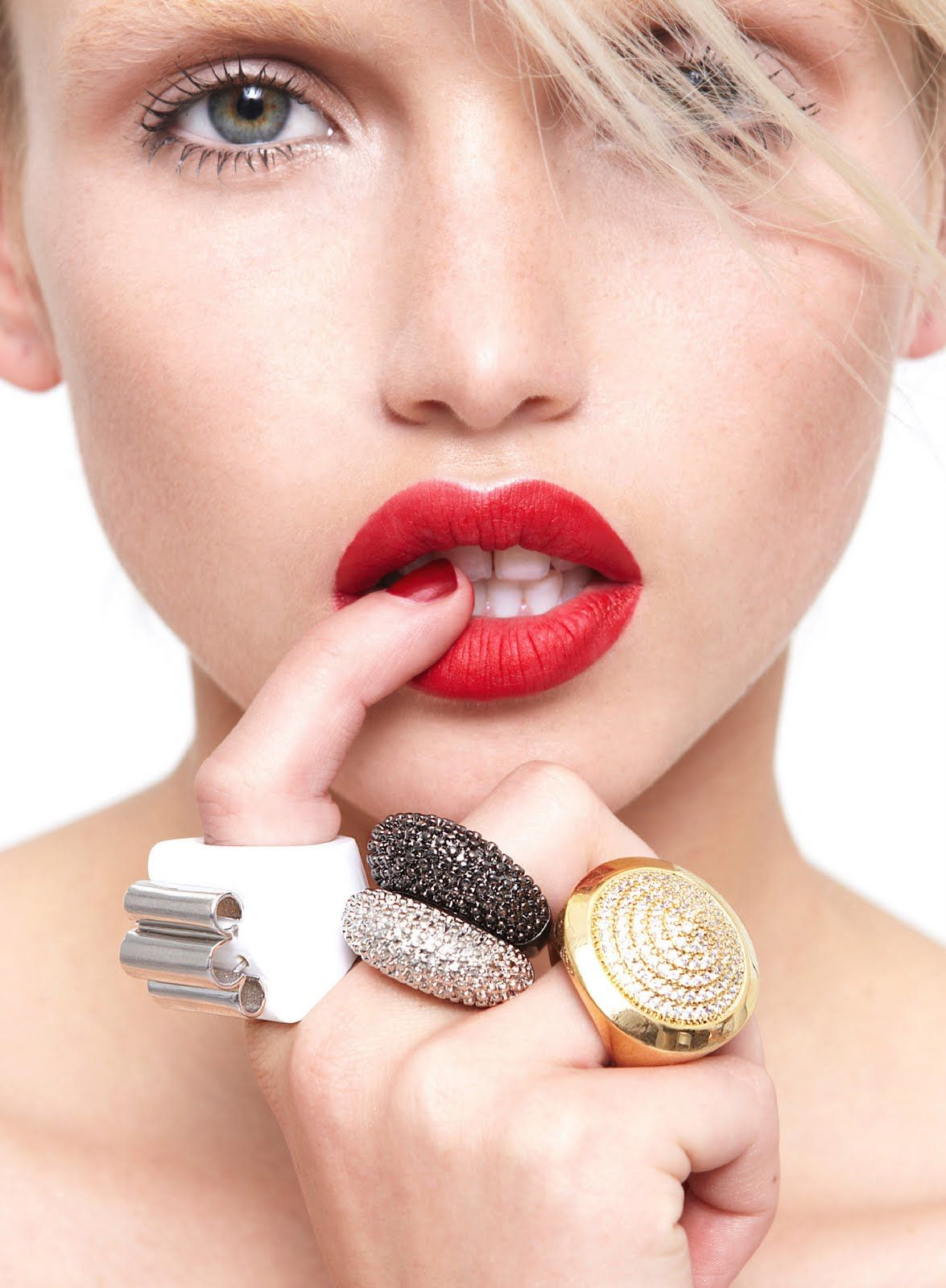 Red Lips And Clunky Rings Adooooooro Aneis Grandes Jewelry
