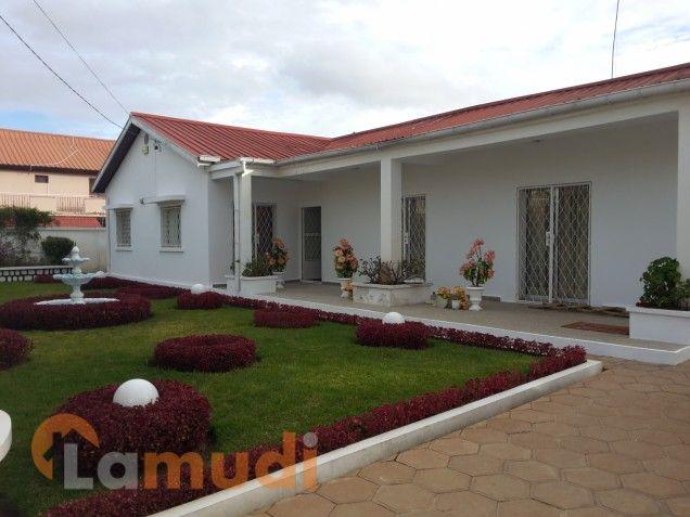 Villa basse f5 avec jardin à louer à ivandry dans lotissement bonnet 03