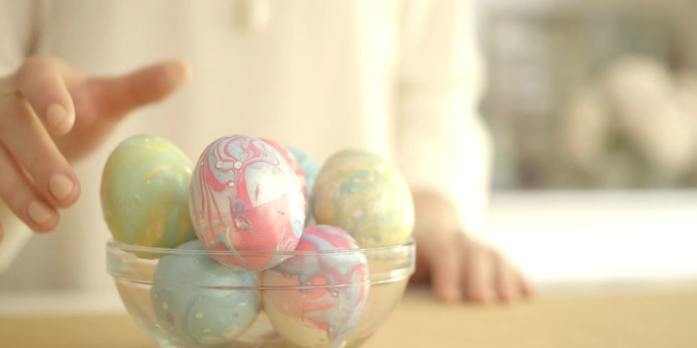 Marbleized Nail Polish Easter Eggs - Nail Polish Easter Egg DIY