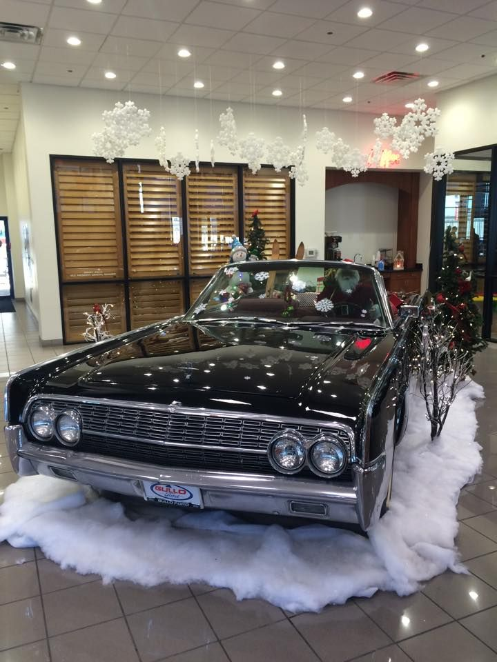 Gullo Ford Conroe Texas >> Santa Has Upgraded His Sleigh To A Lincoln Continental Here