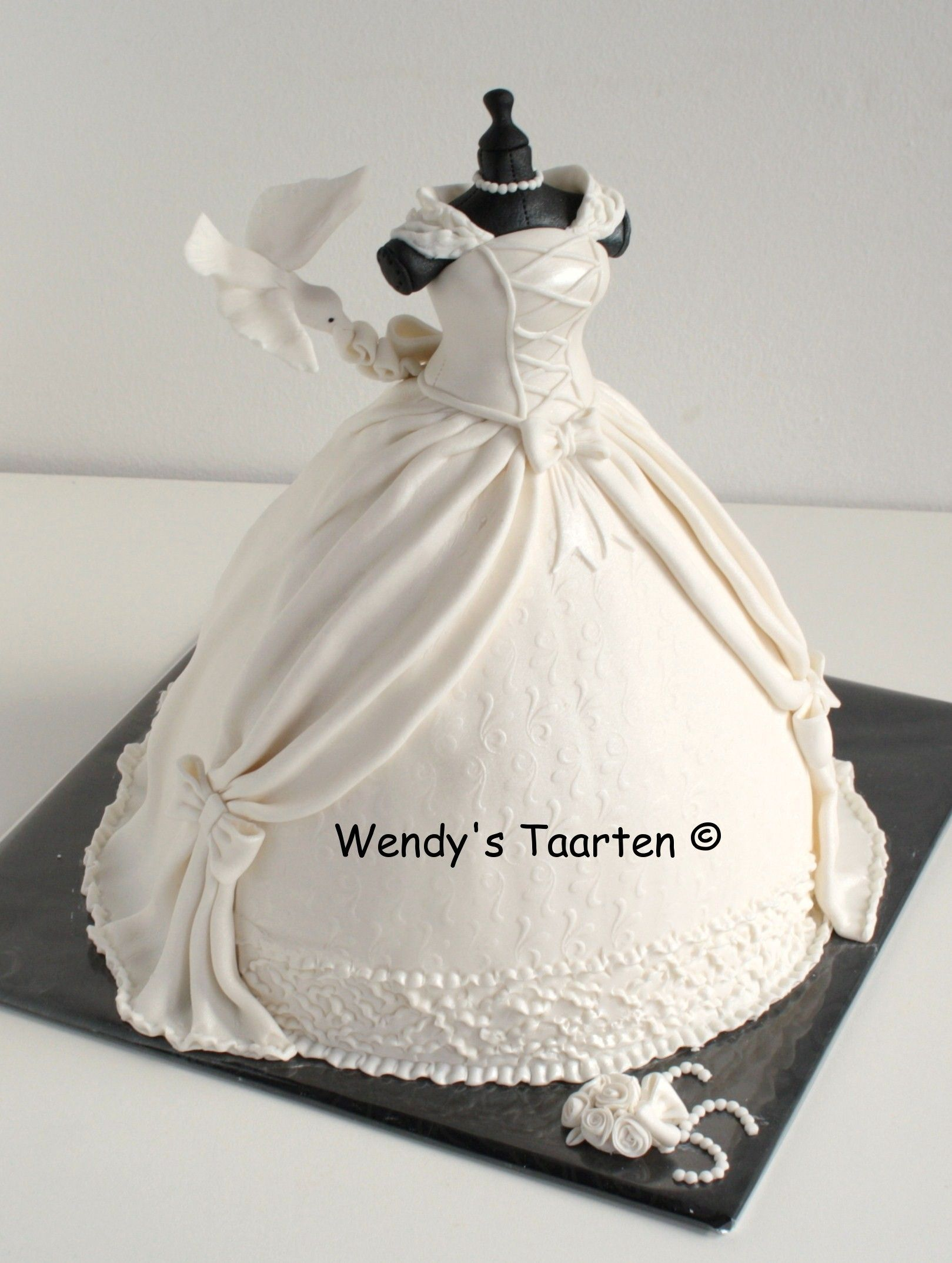 Bridal gown cake this cake is a disign that is one of my workshop