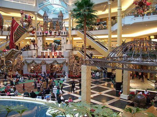 What are some shops at the Somerset Collection Mall?