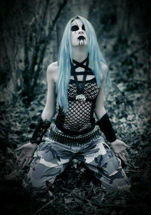 Black Metal Girl | Black metal girl, Metal girl, Black metal