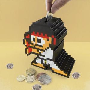Tirelire 8-bit «Ryu» - Glaaad : Soyez fier de vos produits - Street Fighter - #StreetFighter #Ryu #Ken #Hadoken #Zangief #Dhaslim #Blanka #Vega #Bison #Honda #Balrog #Fighters #SNES #RetroGaming