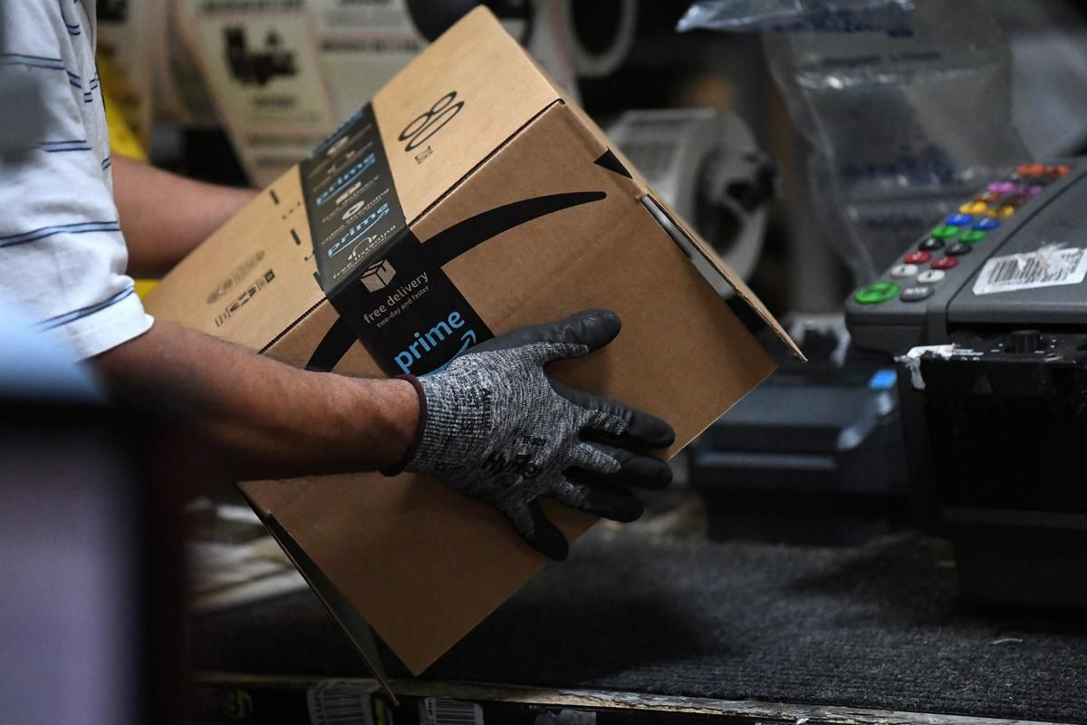 Exclusive Amazon Rolls Out Machines That Pack Orders And Replace