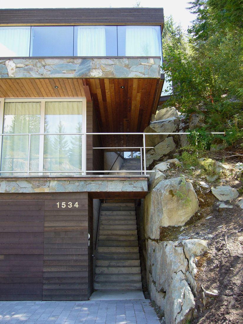 Five levels steep slope house design Canada is distributed along