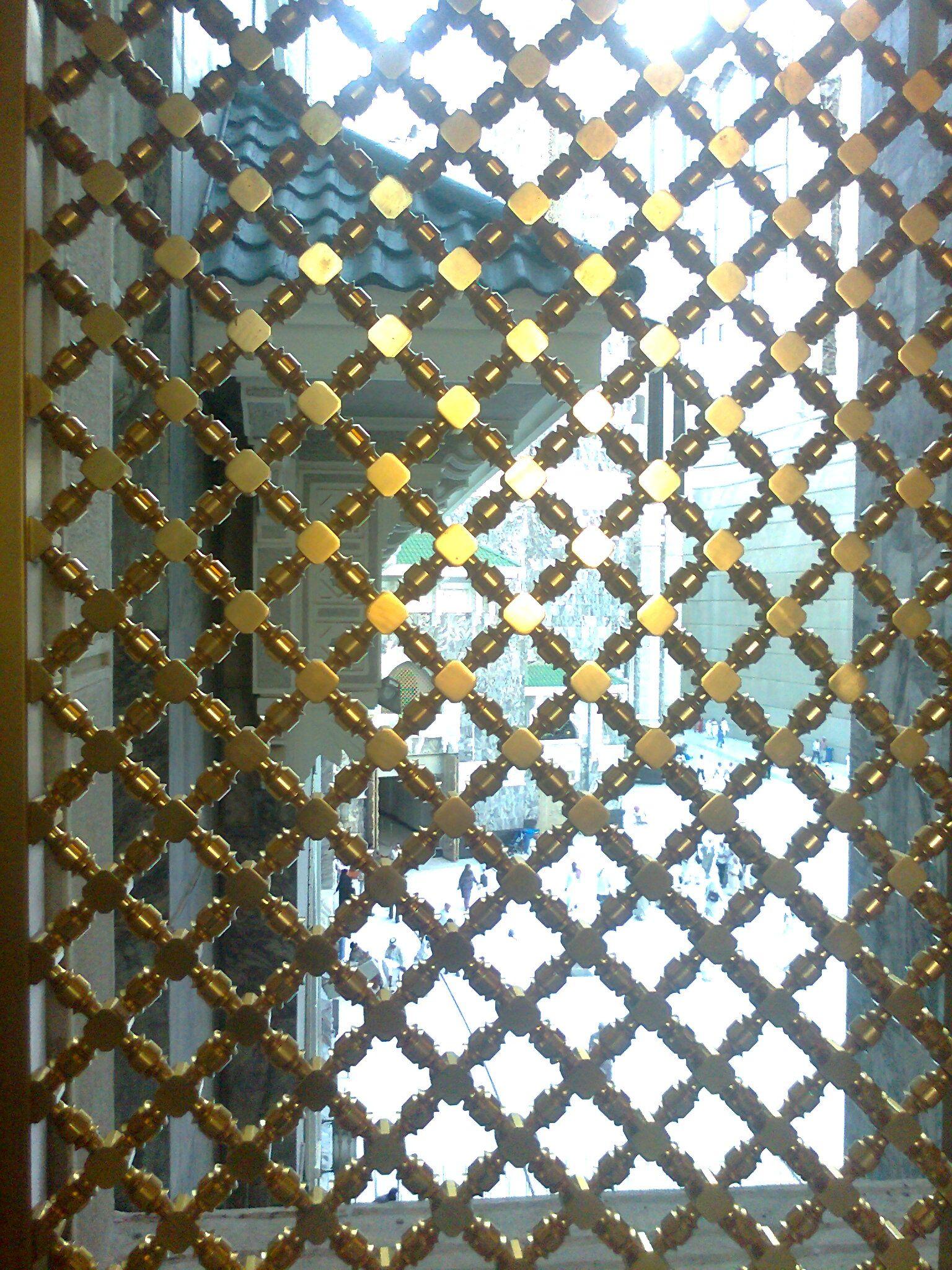 شباك نحاسي بداخل البيت الحرام Places Building Louvre