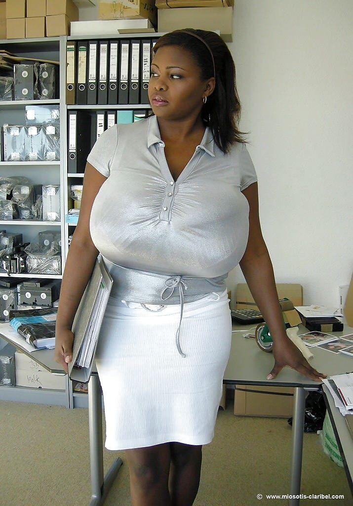 Ebony breasts foto 92