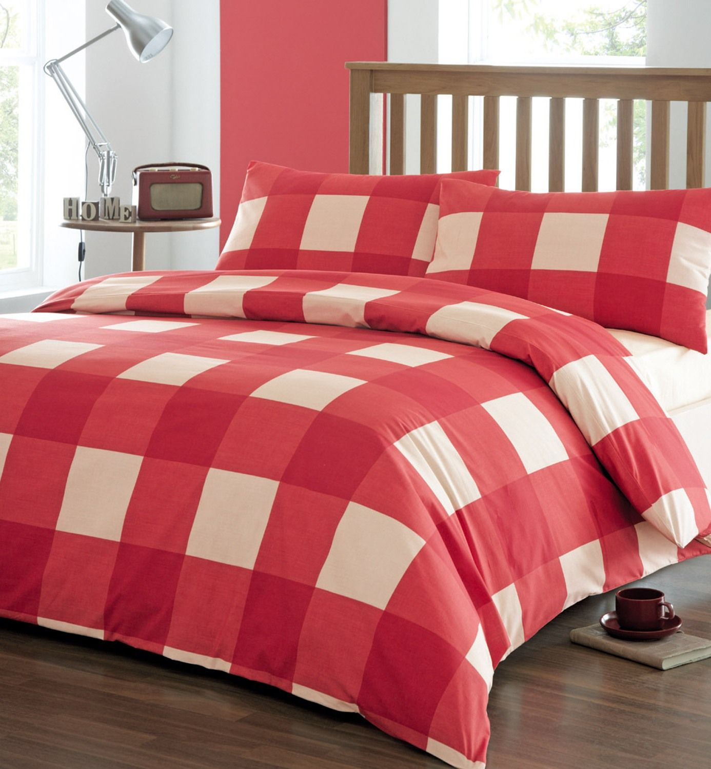 Bedroom. Captivating White And Red Duvet Covers On Wooden