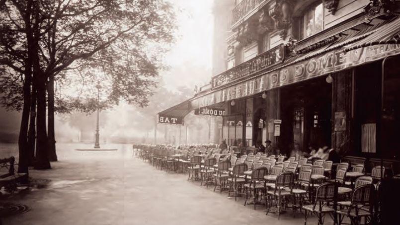 La brasserie du Dôme, sur le boulevard du Montparnasse en 1925. Crédit: © adoc-photos (DR).
