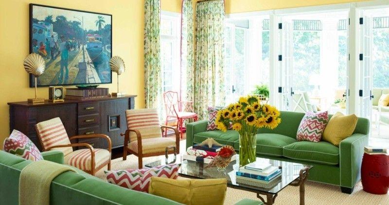 ein grnes sofa wird mit einer gelben wandfarbe kombiniert - Gelb Grn Wandfarbe
