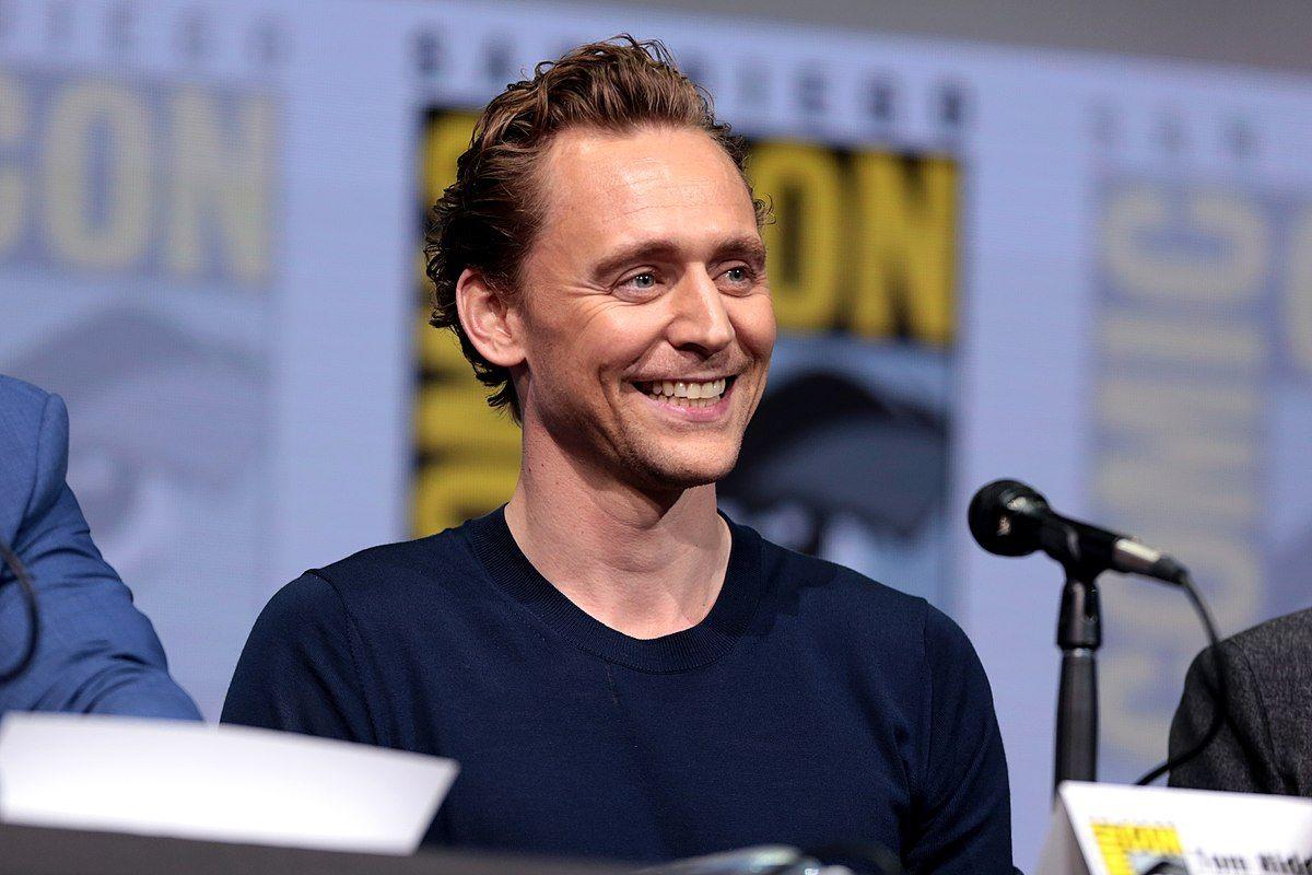 Tom Hiddleston - Wikipedia, la enciclopedia libre   Tom hiddleston