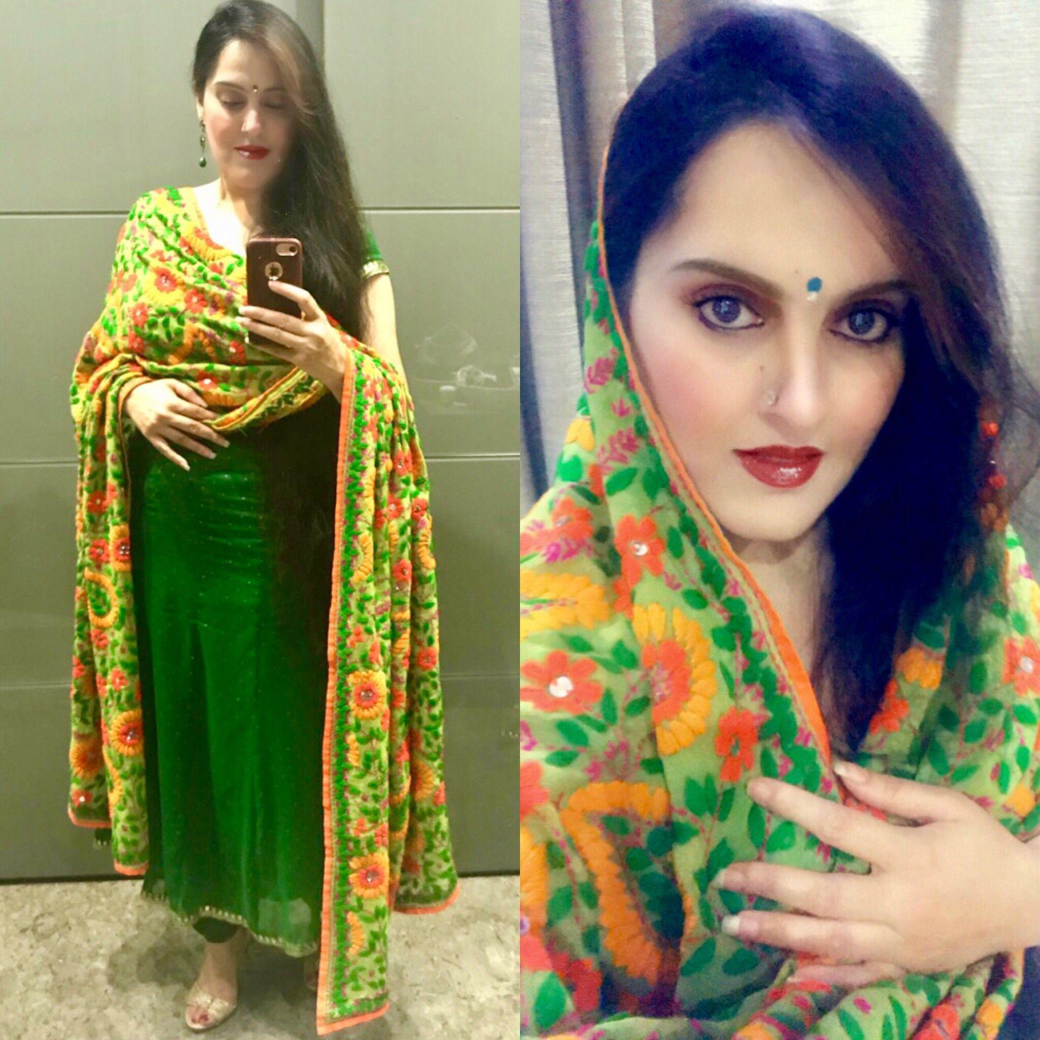 Pin By Menavneetnagpal On Punjabi Designer Suits Chaniya Choli Designer Party Wear Dresses Kurti Sleeves Design