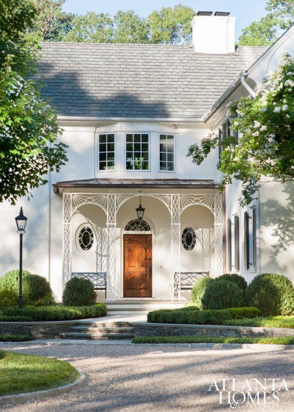 A Beautiful Atlanta Garden La Dolce Vita White Exterior Houses Architecture Regency Architecture