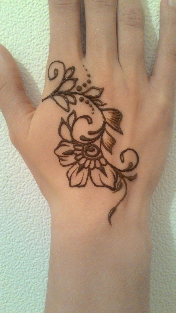 Simple Henna Tattoo Designs For Wrist: Pinterest // @alexandrahuffy ☼ ☾