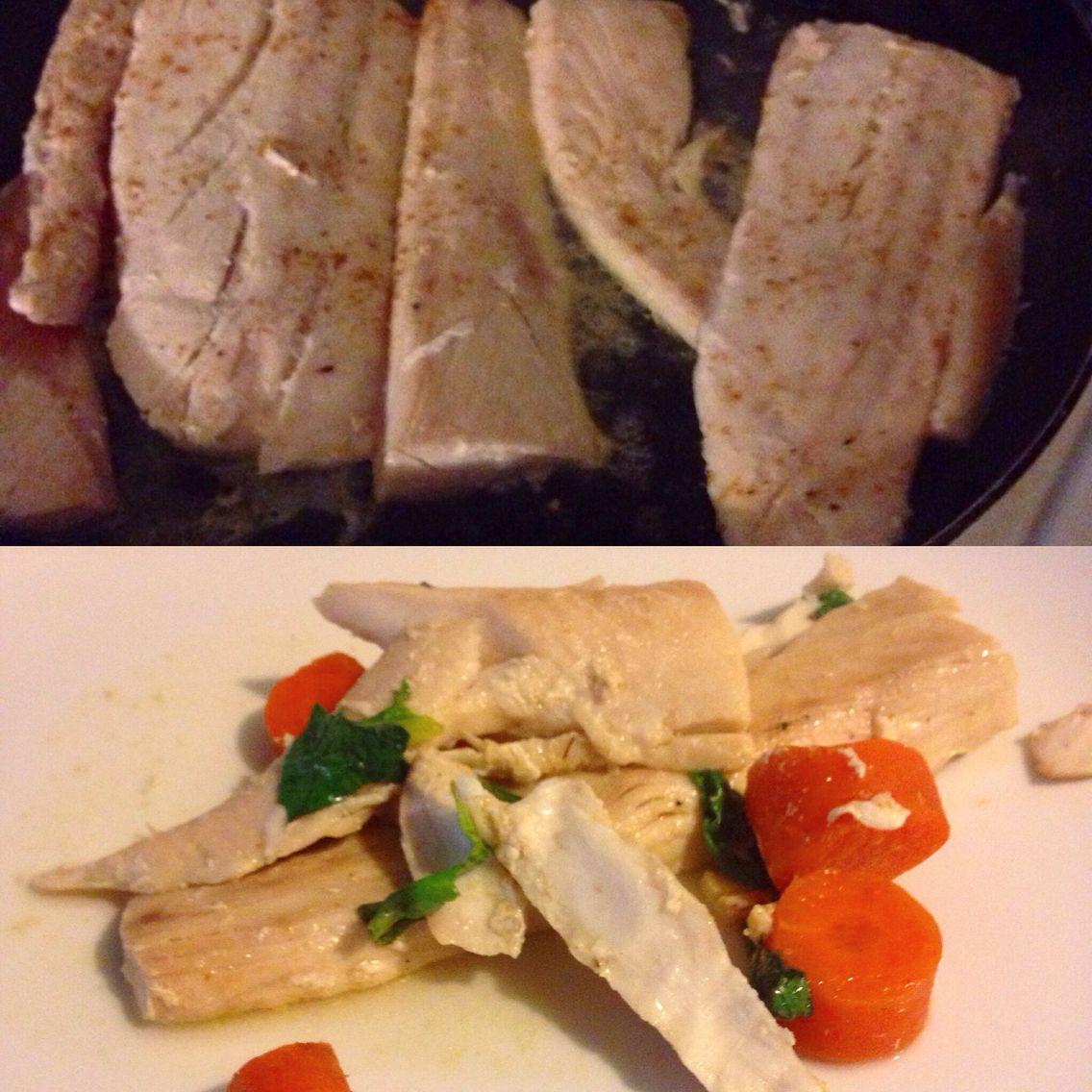 Homemade dish! ✌️ Ingredients: Wild caught Mahimahi Extra virgin olive oil  Organic carrots  Organic kale Seasoning(fish seasoning) optional Enjoy!  #praisethelord #amen #pescatarian