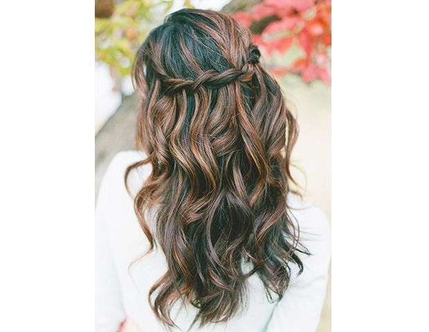 15 Gorgeous Ways To Wear Your Hair Down For Your Wedding via @ByrdieBeautyAU